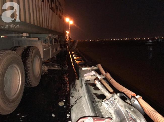 Đã tìm thấy thi thể nạn nhân trong vụ container tông một loạt xe máy từ cầu Thanh Trì rơi xuống sông Hồng-6