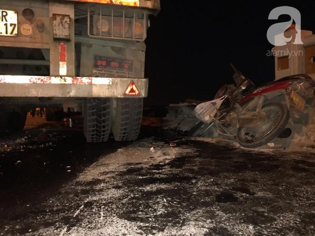 Đã tìm thấy thi thể nạn nhân trong vụ container tông một loạt xe máy từ cầu Thanh Trì rơi xuống sông Hồng-7