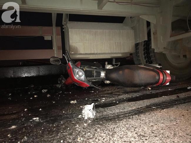 Đã tìm thấy thi thể nạn nhân trong vụ container tông một loạt xe máy từ cầu Thanh Trì rơi xuống sông Hồng-9