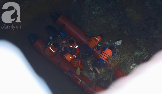 Đã tìm thấy thi thể nạn nhân trong vụ container tông một loạt xe máy từ cầu Thanh Trì rơi xuống sông Hồng-10