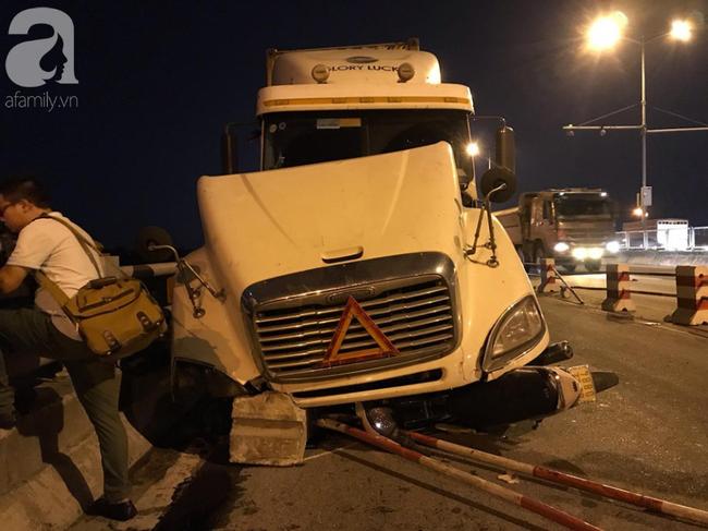 Đã tìm thấy thi thể nạn nhân trong vụ container tông một loạt xe máy từ cầu Thanh Trì rơi xuống sông Hồng-12