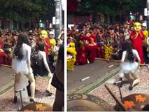 Phản cảm hình ảnh 2 cô gái nhảy nhót, uốn éo hở cả nội y trên phố Hà Nội trong đêm Trung thu