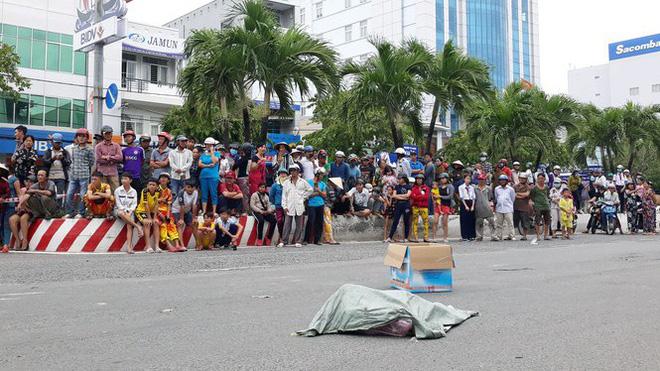 Lời khai của người phụ nữ đi xe máy đánh rơi bao tải chứa nhiều xác thai nhi xuống đường-1