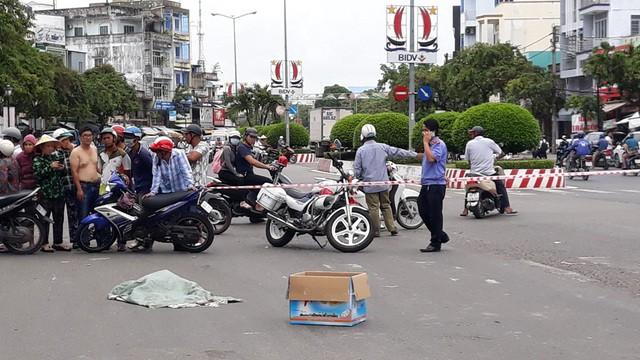 Lời khai của người phụ nữ đi xe máy đánh rơi bao tải chứa nhiều xác thai nhi xuống đường-5