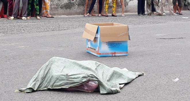 Lời khai của người phụ nữ đi xe máy đánh rơi bao tải chứa nhiều xác thai nhi xuống đường-2