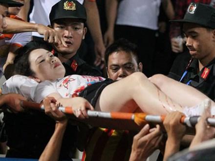 Khởi tố vụ đốt pháo sáng khiến một CĐV bị thương trên sân Hàng Đẫy