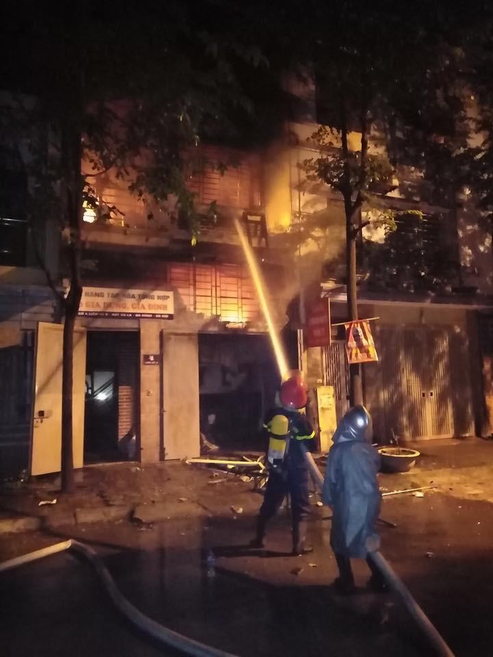 Hà Nội: Cháy ngôi nhà 3 tầng trong khu Đô thị Xa La ngay đêm Trung thu, một xe ô tô bị thiêu rụi-5