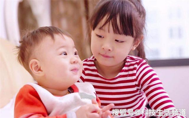 """Cậu bé tiểu học khóc lóc vì mẹ sắp sinh em bé: Rồi con sẽ chết để mẹ chỉ lo cho em""""-3"""