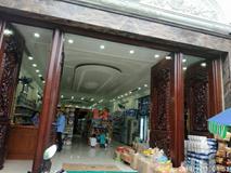Cửa hàng tạp hóa mở trong biệt thự tiền tỷ khiến ai qua cũng muốn vào