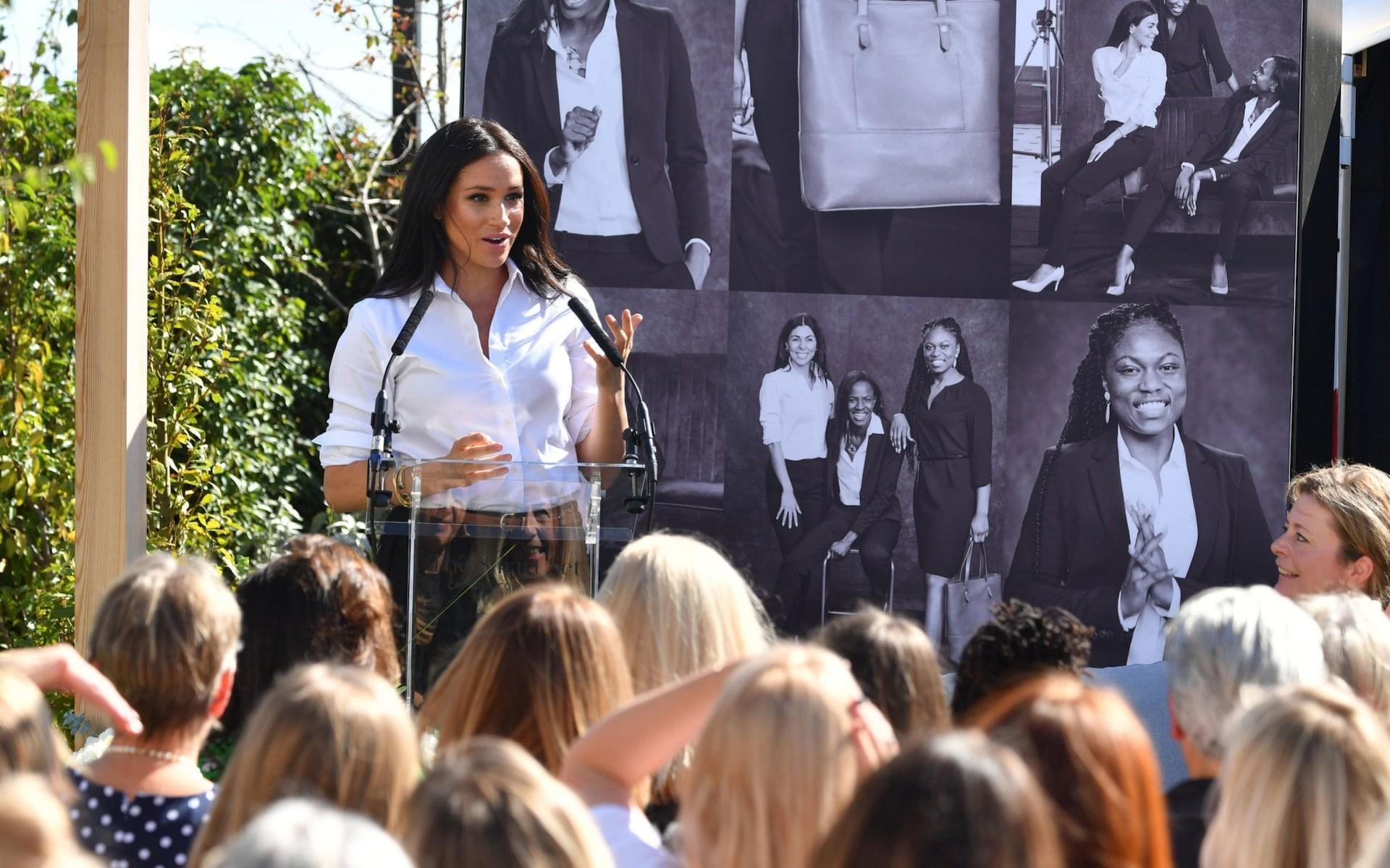 Meghan Markle vừa tung ra bộ sưu tập thời trang mới, người tiêu dùng đã nhận cảnh báo khi mua sản phẩm của nàng dâu hoàng gia-1