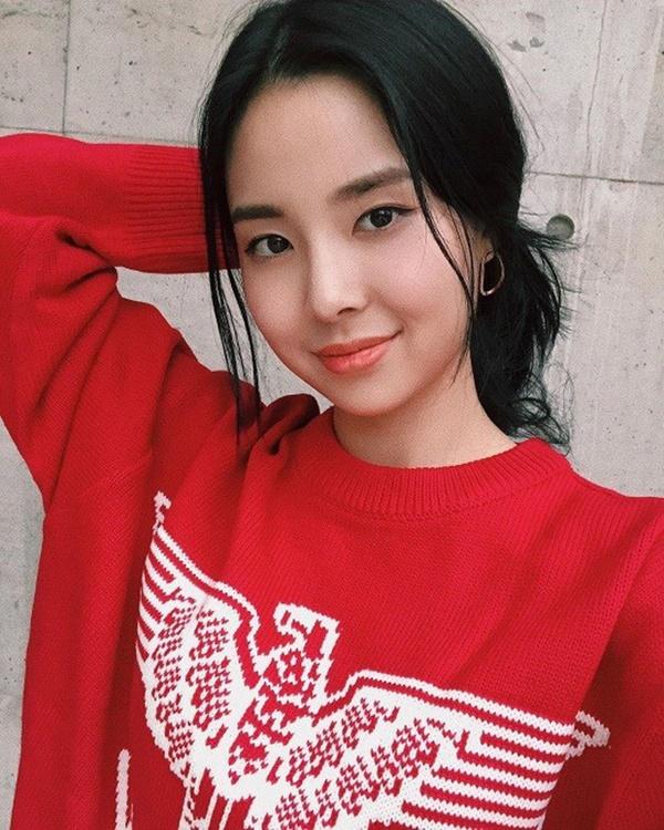Tân Hoa hậu Hàn Quốc lộ nhan sắc thật trong ảnh selfie, Knet gay gắt: Không thể tin nổi đây là nhan sắc của Hoa hậu-1