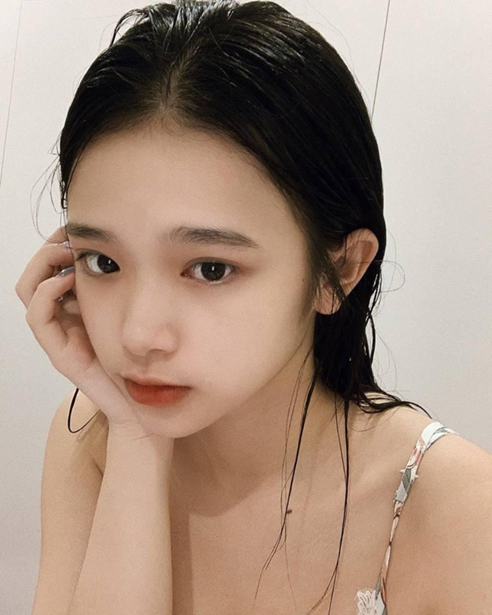 Linh Ka tuổi 17, nhan sắc thăng hạng body nảy nở đến ngỡ ngàng-5