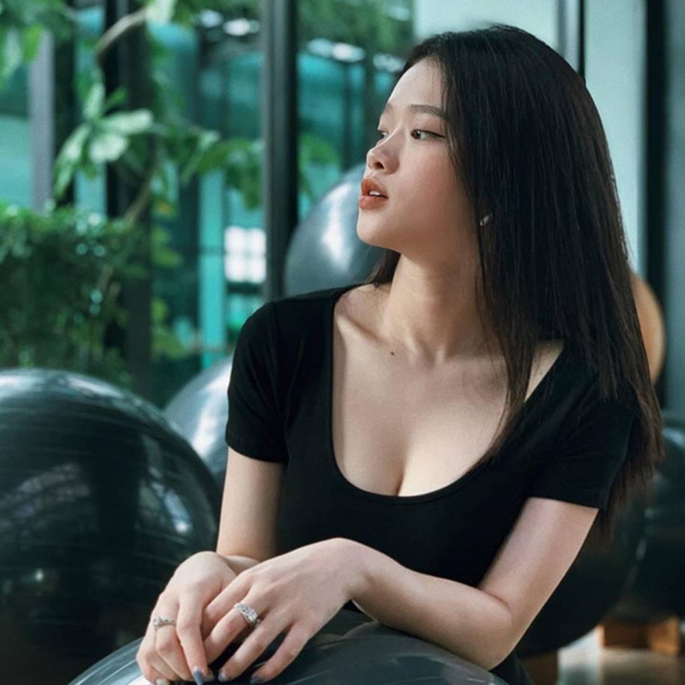Linh Ka tuổi 17, nhan sắc thăng hạng body nảy nở đến ngỡ ngàng-6