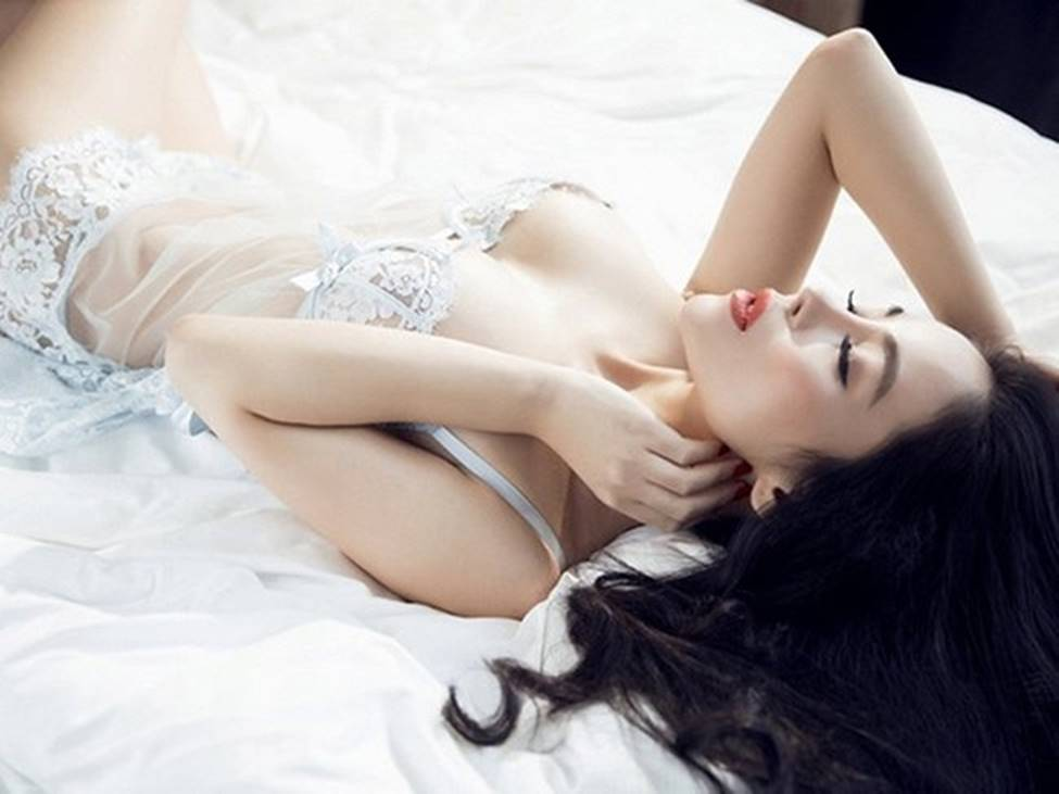 Mặc váy ngủ: Kỳ Duyên bị chê, dàn mỹ nhân này được khen tinh tế-10