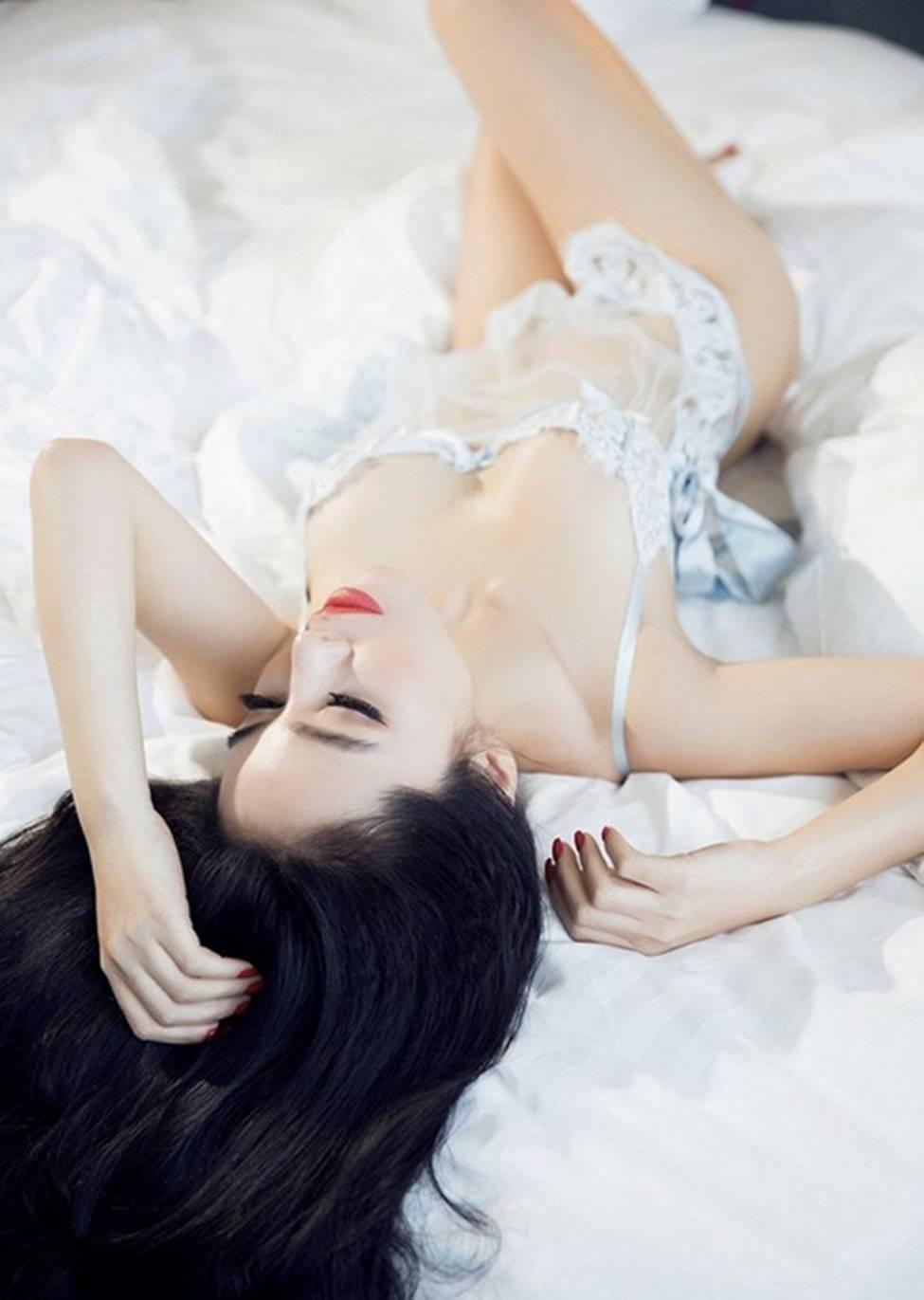Mặc váy ngủ: Kỳ Duyên bị chê, dàn mỹ nhân này được khen tinh tế-11