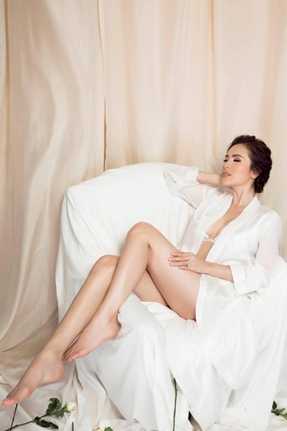 Mặc váy ngủ: Kỳ Duyên bị chê, dàn mỹ nhân này được khen tinh tế-6