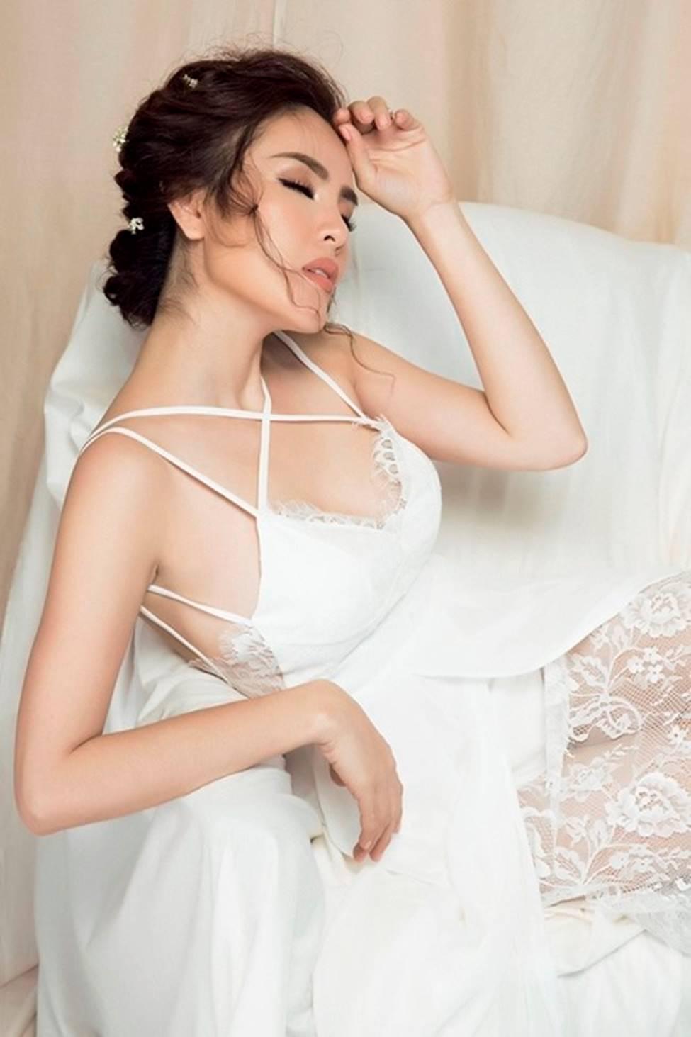 Mặc váy ngủ: Kỳ Duyên bị chê, dàn mỹ nhân này được khen tinh tế-8