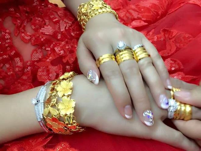 Cô dâu đeo vàng nặng trĩu ngày cưới khiến dân mạng trầm trồ, hoa mắt vì đếm hộ-2