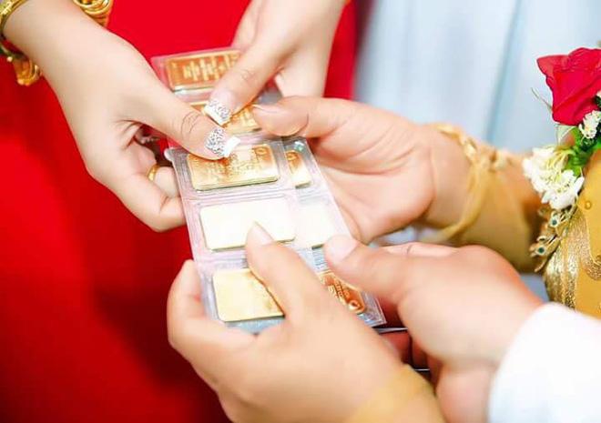 Cô dâu đeo vàng nặng trĩu ngày cưới khiến dân mạng trầm trồ, hoa mắt vì đếm hộ-4