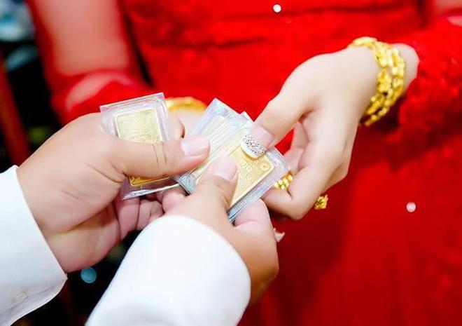 Cô dâu đeo vàng nặng trĩu ngày cưới khiến dân mạng trầm trồ, hoa mắt vì đếm hộ-5