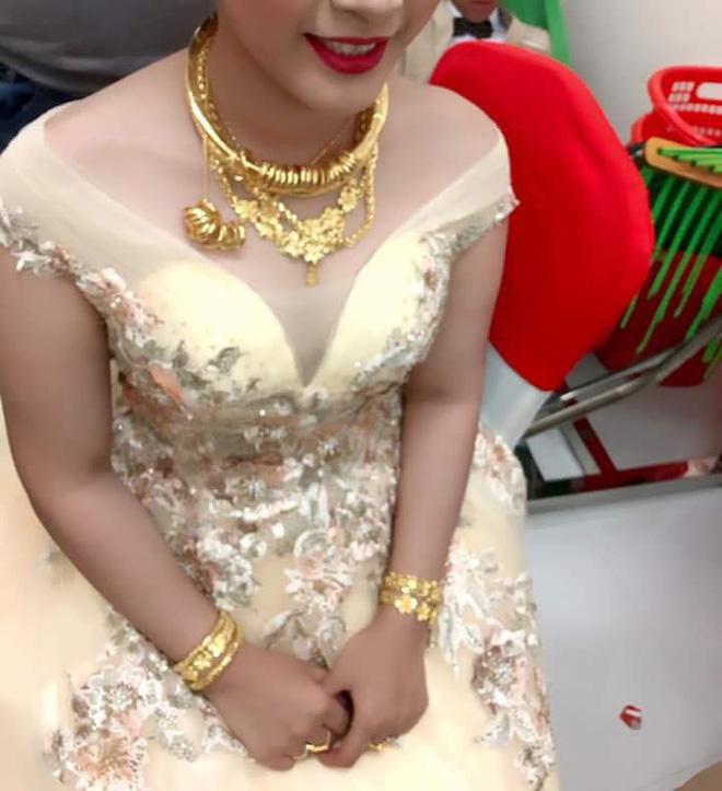 Cô dâu đeo vàng nặng trĩu ngày cưới khiến dân mạng trầm trồ, hoa mắt vì đếm hộ-6