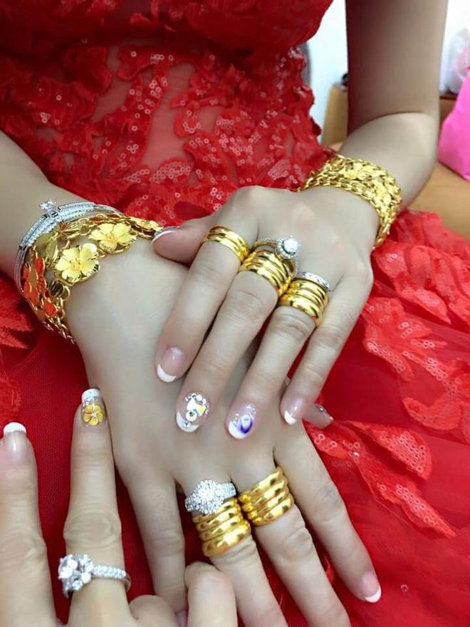 Cô dâu đeo vàng nặng trĩu ngày cưới khiến dân mạng trầm trồ, hoa mắt vì đếm hộ-7