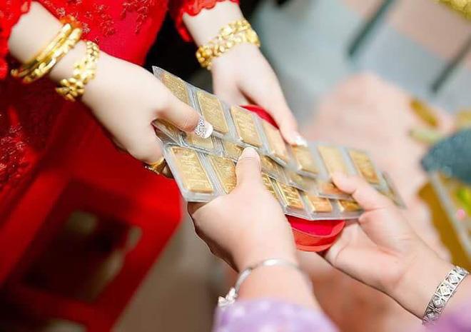 Cô dâu đeo vàng nặng trĩu ngày cưới khiến dân mạng trầm trồ, hoa mắt vì đếm hộ-8