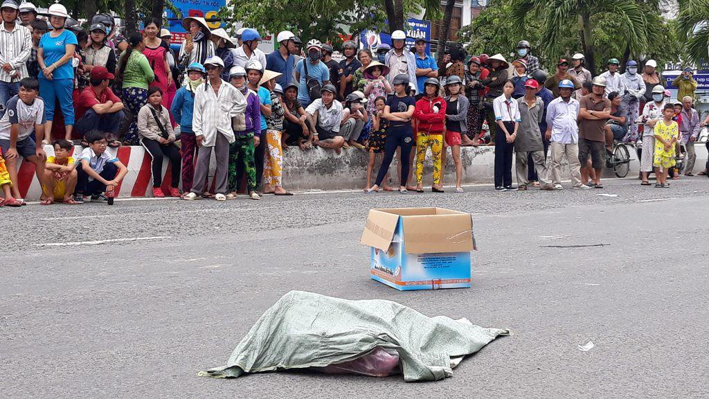 Bất ngờ về người phụ nữ đánh rơi túi nylon chứa hai thi thể hài nhi giữa đường-2
