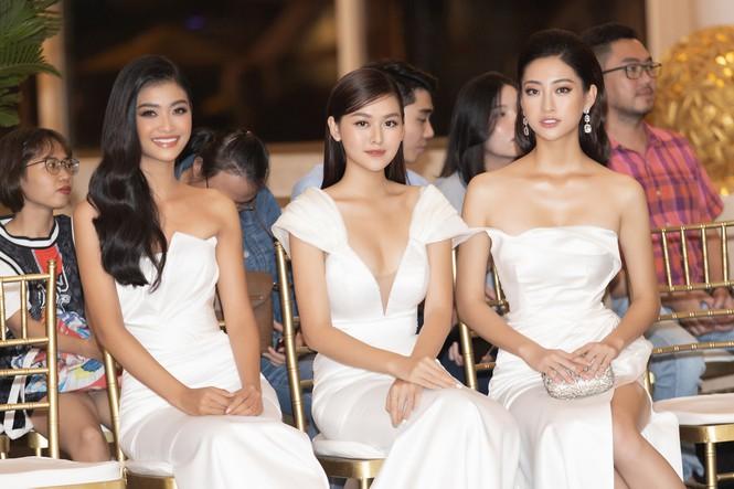 Top 3 Miss World Việt Nam tiếp tục 'đốt mắt' fan với đường cong nuột nà-1