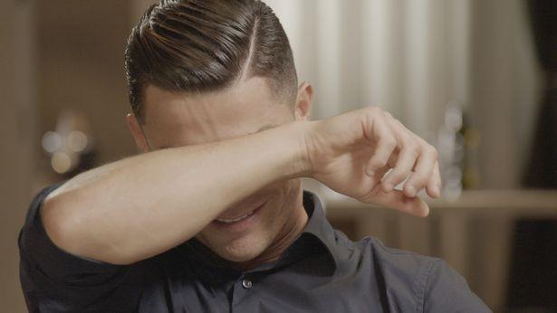Ronaldo nức nở khi xem lại thước phim về người cha đã mất-1
