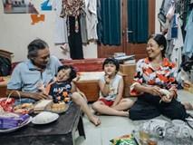 Chuyện nữ bác sĩ 53 tuổi sinh đôi 2 bé gái ở Hà Nội: 'Tôi có được con là tốt lắm rồi, không có chúng đời tôi còn khổ hơn nữa'