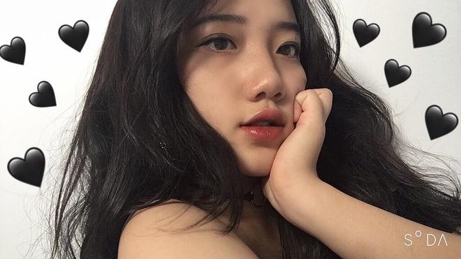 Hotgirl áo dài Đà Nẵng gây sốt bởi góc nghiêng cực giống Suzy, sở hữu hơn 12k follow Instagram và hàng chục clip triệu view-2
