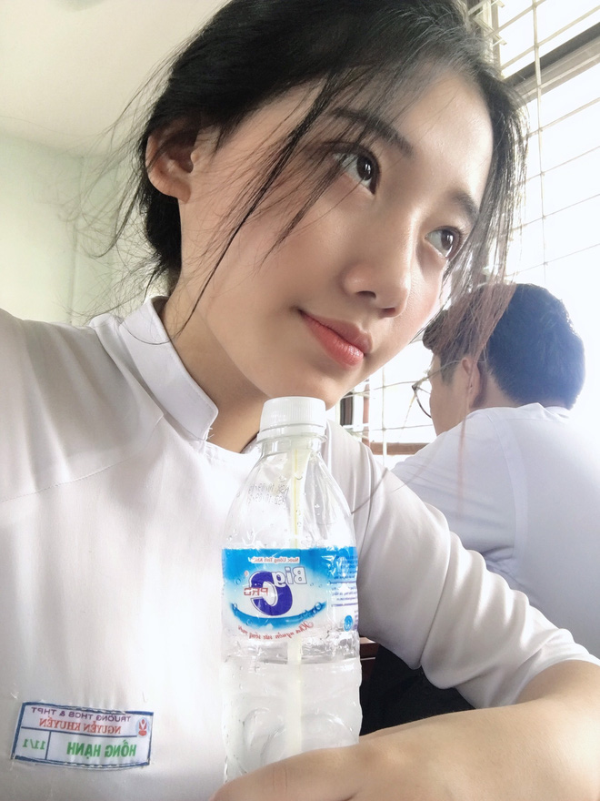 Hotgirl áo dài Đà Nẵng gây sốt bởi góc nghiêng cực giống Suzy, sở hữu hơn 12k follow Instagram và hàng chục clip triệu view-9