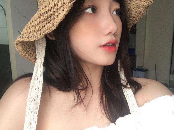 Hotgirl áo dài Đà Nẵng gây sốt bởi góc nghiêng cực giống Suzy, sở hữu hơn 12k follow Instagram và hàng chục clip triệu view-4