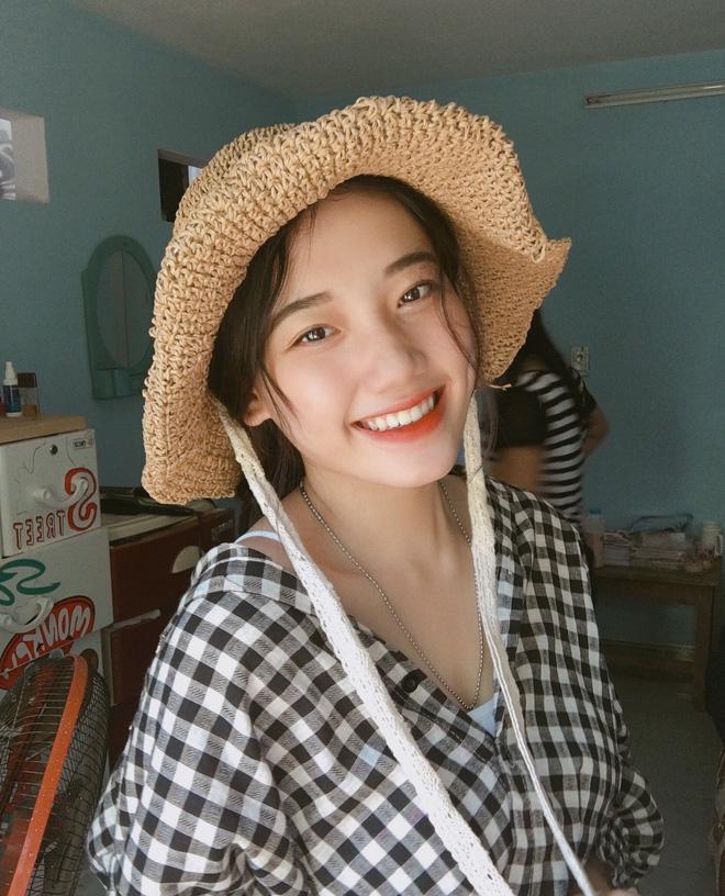 Hotgirl áo dài Đà Nẵng gây sốt bởi góc nghiêng cực giống Suzy, sở hữu hơn 12k follow Instagram và hàng chục clip triệu view-8