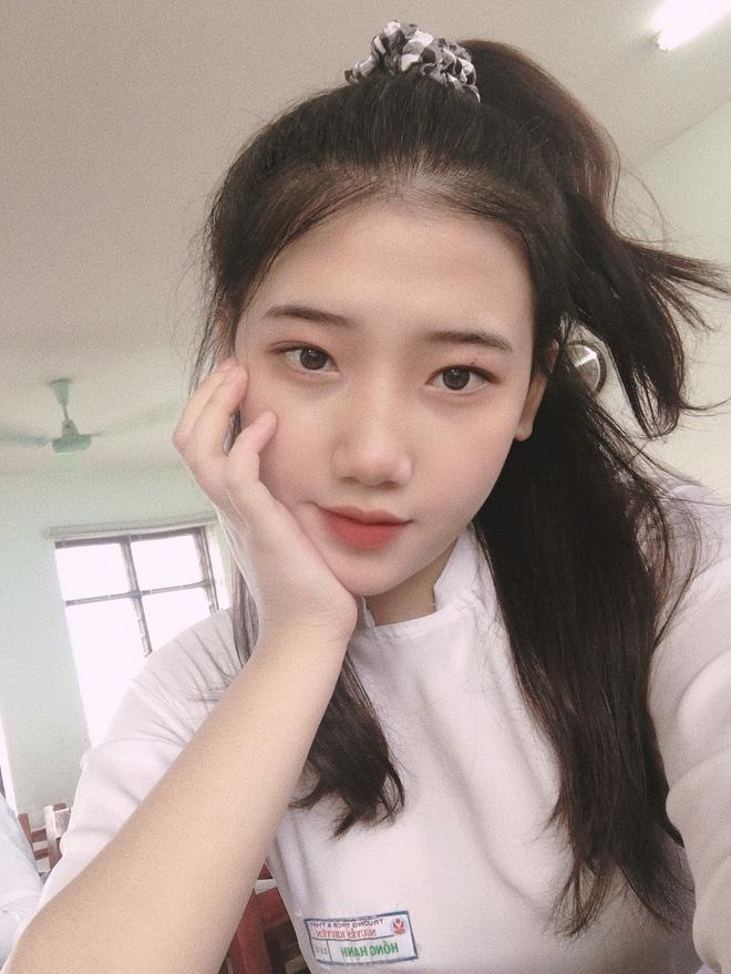 Hotgirl áo dài Đà Nẵng gây sốt bởi góc nghiêng cực giống Suzy, sở hữu hơn 12k follow Instagram và hàng chục clip triệu view-10