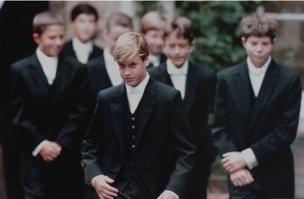 Chuyện giờ mới kể: Hoàng tử William từng bị bạn bè bắt nạt, cảm thấy xấu hổ vì kích thước vòng 1 của Công nương Diana-1