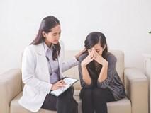Khi dược sĩ cầm viên thuốc của chồng tôi và giải thích về công dụng, tôi hoảng loạn rồi suy sụp vì không dám tin