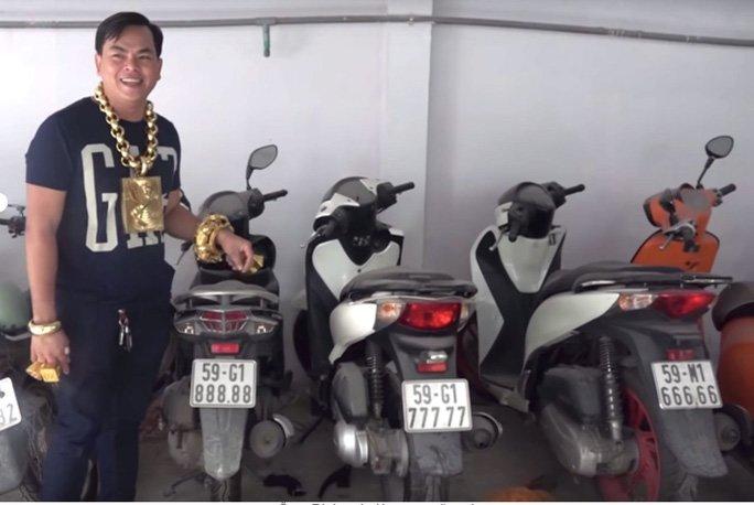 Lật tẩy sự giàu sang khó hiểu của đại gia Phúc XO đeo vàng nhiều nhất Việt Nam-1