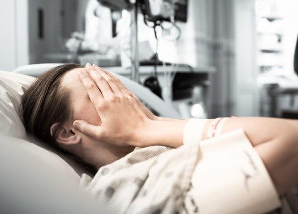 Nghĩ chồng ngoại tình khiến mình mắc ung thư, nữ bệnh nhân cúi mặt khi nghe bác sĩ giải thích-1