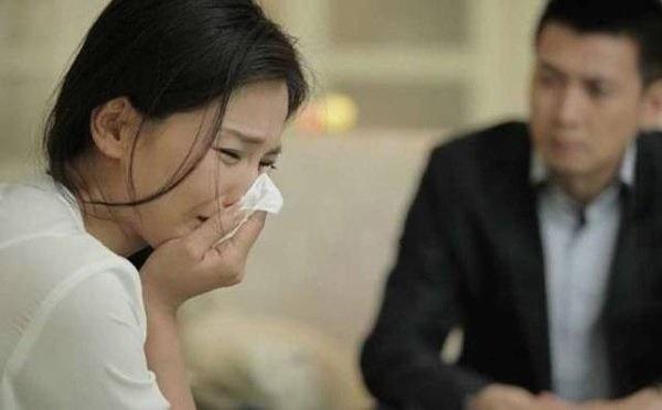 Nghĩ chồng ngoại tình khiến mình mắc ung thư, nữ bệnh nhân cúi mặt khi nghe bác sĩ giải thích-2