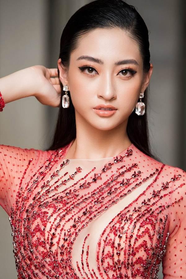 Hoa hậu Lương Thuỳ Linh diện váy xuyên thấu gợi cảm, tự tin đọ sắc các đàn chị-2