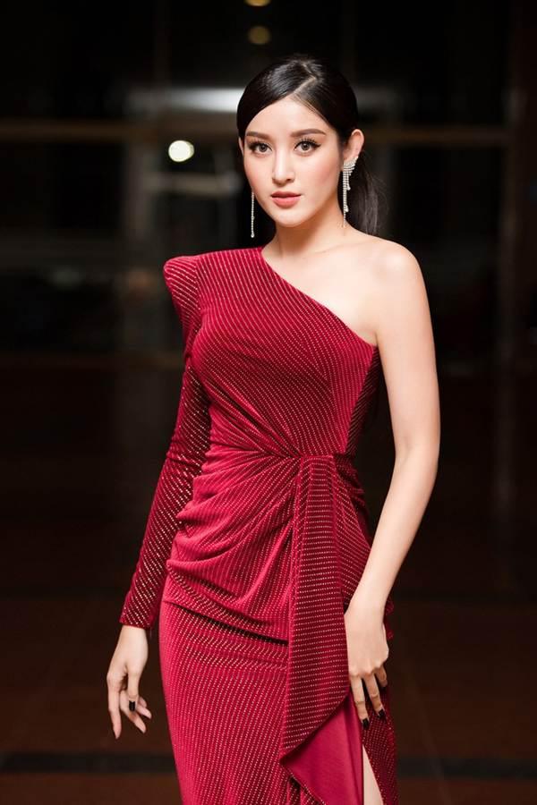 Hoa hậu Lương Thuỳ Linh diện váy xuyên thấu gợi cảm, tự tin đọ sắc các đàn chị-5