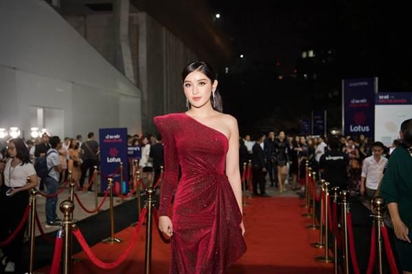 Hoa hậu Lương Thuỳ Linh diện váy xuyên thấu gợi cảm, tự tin đọ sắc các đàn chị-7