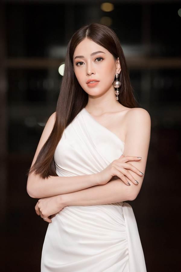 Hoa hậu Lương Thuỳ Linh diện váy xuyên thấu gợi cảm, tự tin đọ sắc các đàn chị-11