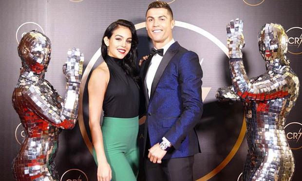 Ronaldo cuối cùng đã thừa nhận sẽ cưới Georgina sau 3 năm yêu nhưng vẫn còn một vấn đề cực lớn này chưa được giải đáp-1