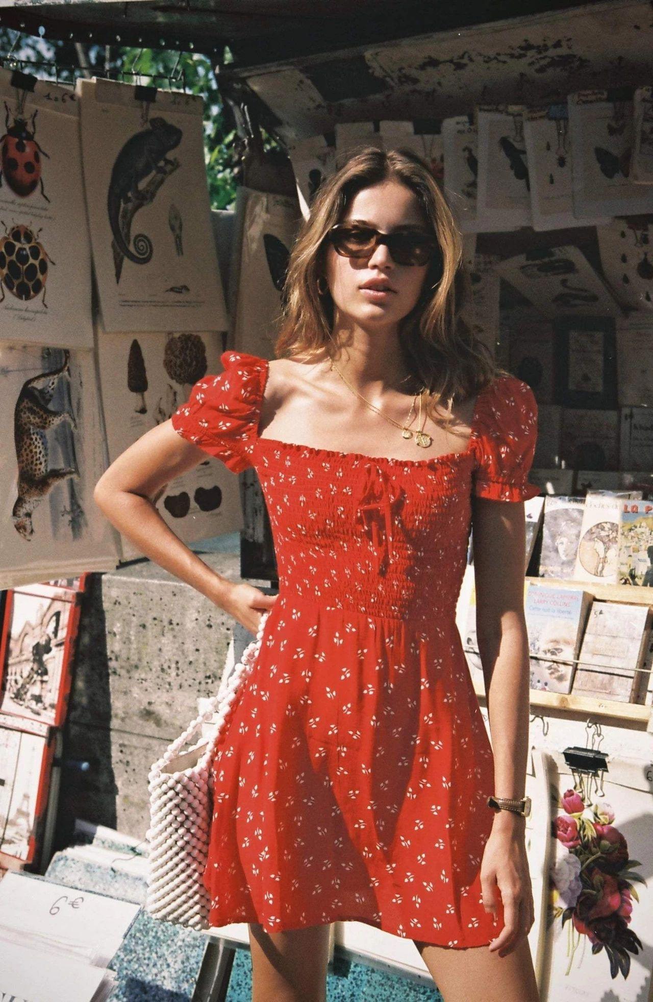 Diện đồ bình dân mà vẫn đẳng cấp, đó là vì phụ nữ Pháp luôn ưu tiên cho những item có họa tiết và chất liệu này-3