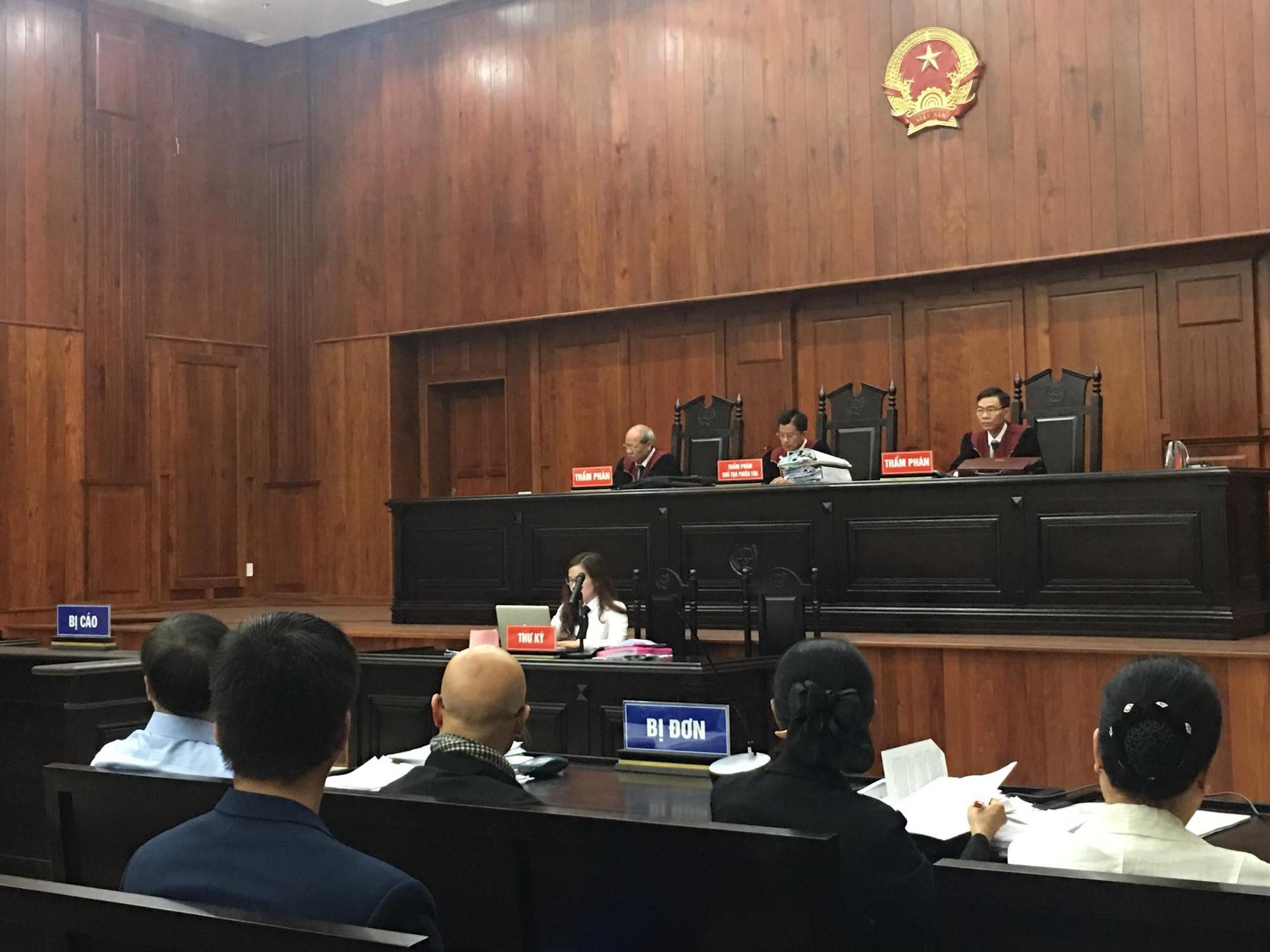 NÓNG: Bà Thảo vắng mặt trong phiên tòa ly hôn nghìn tỷ, ông Vũ cho biết không muốn nhắc đến chuyện gia đình-12