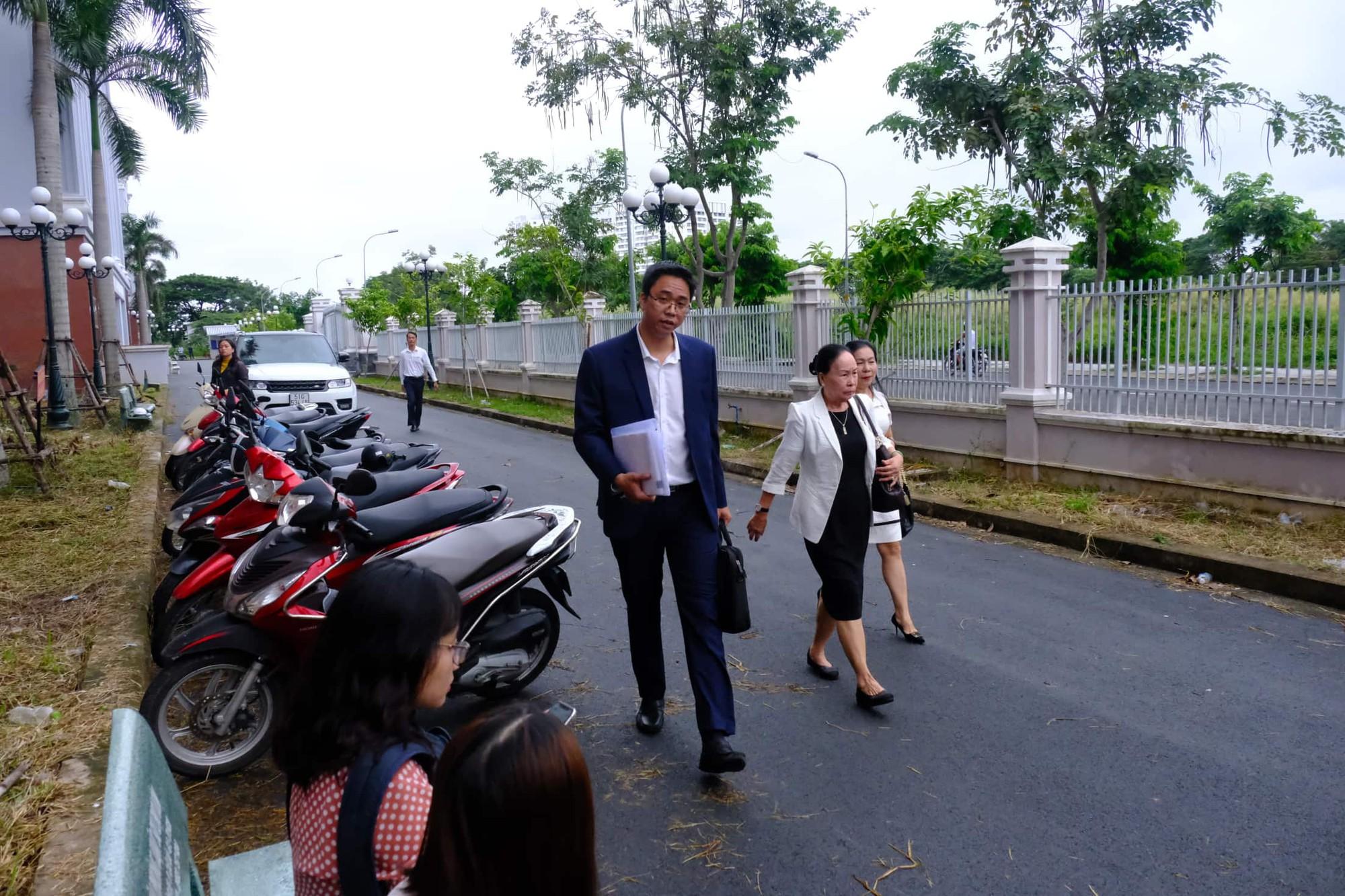 NÓNG: Bà Thảo vắng mặt trong phiên tòa ly hôn nghìn tỷ, ông Vũ cho biết không muốn nhắc đến chuyện gia đình-15