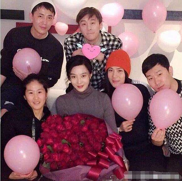 Vắng Lý Thần, sinh nhật tuổi 38 của Phạm Băng Băng vẫn ngập tràn đồ hiệu-12